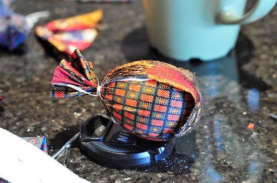 Βάψτε τα πασχαλινά αβγά χρησιμοποιώντας... γραβάτες! (1)