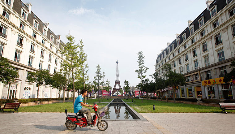 Faketouristattractions: Eiffel Tower Hangzhou China