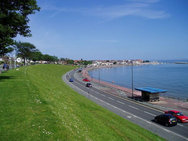 File:The Green Bank above Marine Parade, Rhos on Sea - geograph.org.uk - 453977.jpg