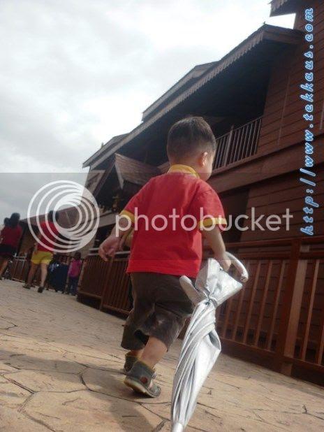 photo 05KampungAirBukitMerakLaketown_zps43c2a9ec.jpg