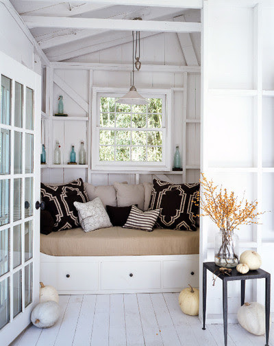 window seat with GREAT pillows and color family room