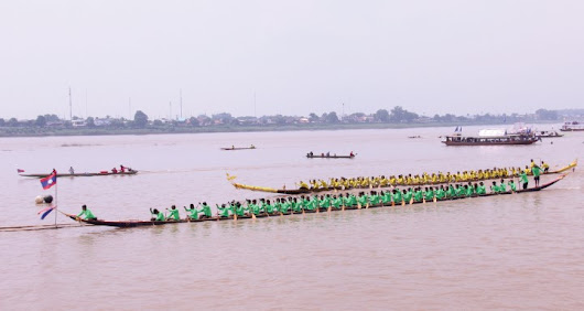 Luang Prabang won boat racing festival - Lao Voices