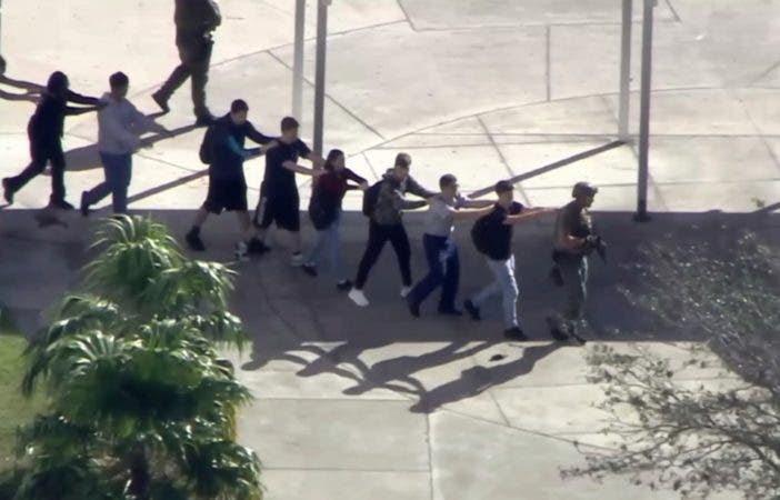 Resultado de imagen para Joven mata a 17 personas en escuela de Florida en una nueva masacre en EE.UU.
