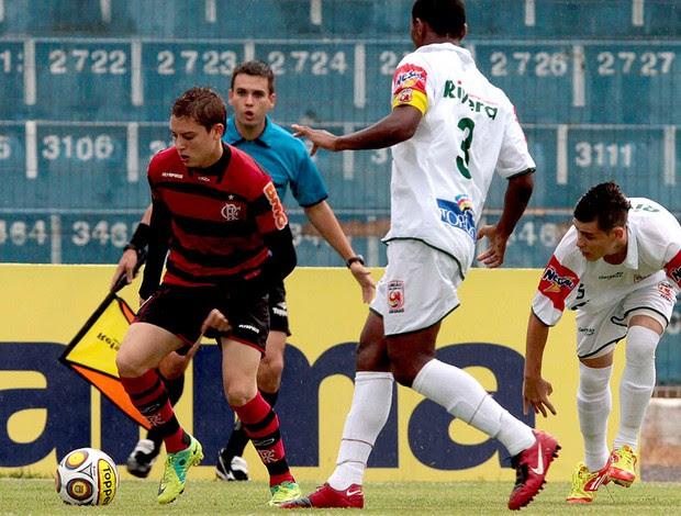 Adryan do Flamengo no jogo contra o União São João (Foto: Celio Messias / VIPCOMM)
