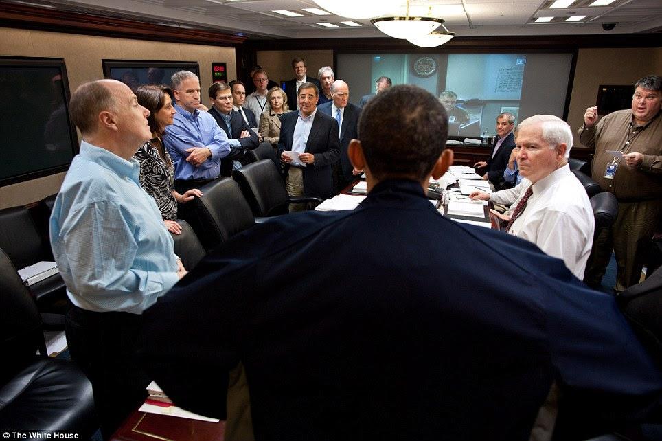 Discussões: O presidente Barack Obama une os membros da equipe de segurança nacional como diretor da CIA, Leon Panetta (segurando um pedaço de papel, à esquerda) oferece uma atualização sobre a missão contra Osama bin Laden no domingo
