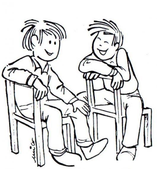Dos Ninos Amigos Platicando Sentados En Sillas De Madera Para Pintar