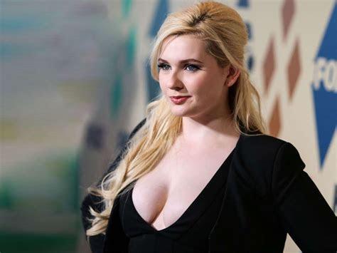Download Abigail Breslin Hot Pics Images Bold Wallpaper