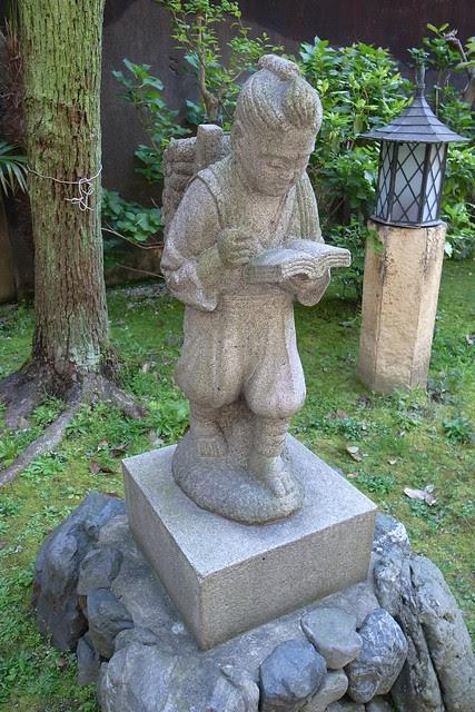 Statue of NINOMIYA Kinjiro
