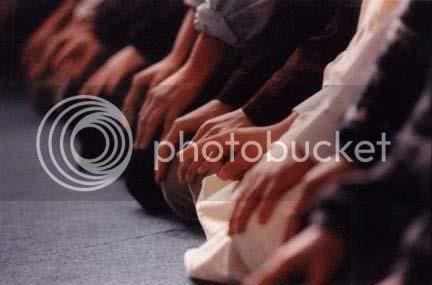http://i648.photobucket.com/albums/uu203/umm_rumaysa/islamic/syahadah.jpg