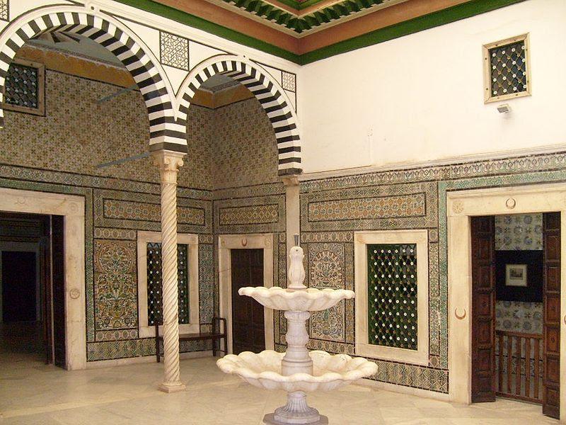 Archivo:Bardo Museum traditional court-2.JPG
