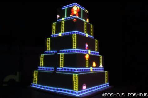 Projector Animated Donkey Kong Wedding Cake   Geekologie