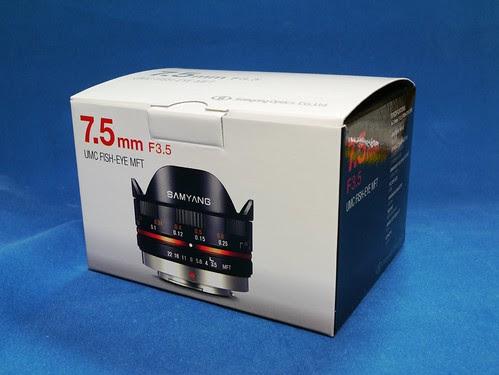 Samyang 7.5mm F3.5 UMC FISH-EYE MFT box