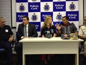 Coletiva sobre tragédia em Camaçari que deixou 9 mortos contou com representantes das polícias Civil, Militar e Técnica, além do Corpo de Bombeiros em Salvador. (Foto: Alan Oliveira/G1 BA)