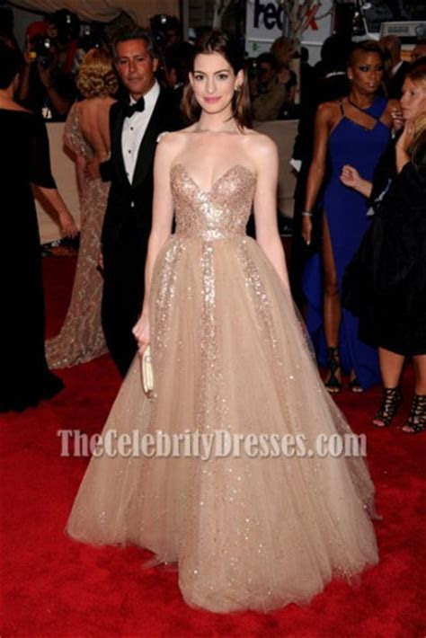 Anne Hathaway Strapless Gold Sequined Prom Dress Met Ball