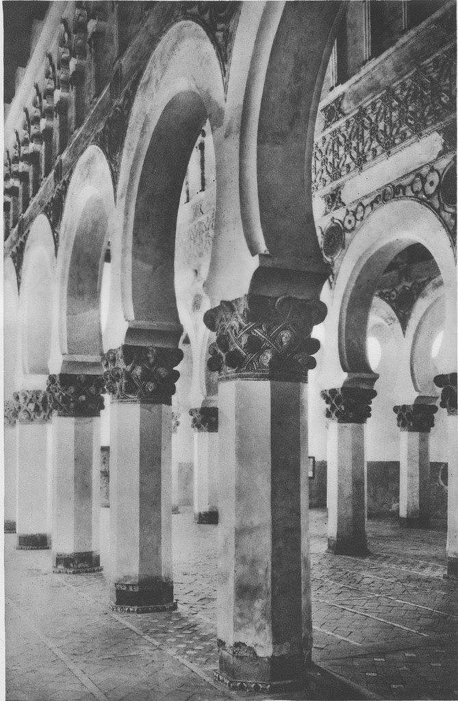 Sinagoga de Santa María la Blanca hacia 1925. Fotograbado de Friedrich Christiansen