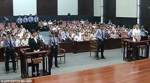 The court room in Hefei, Anhui province was packed with people listening to hear the fate of the murderer. She avoided the death penalty