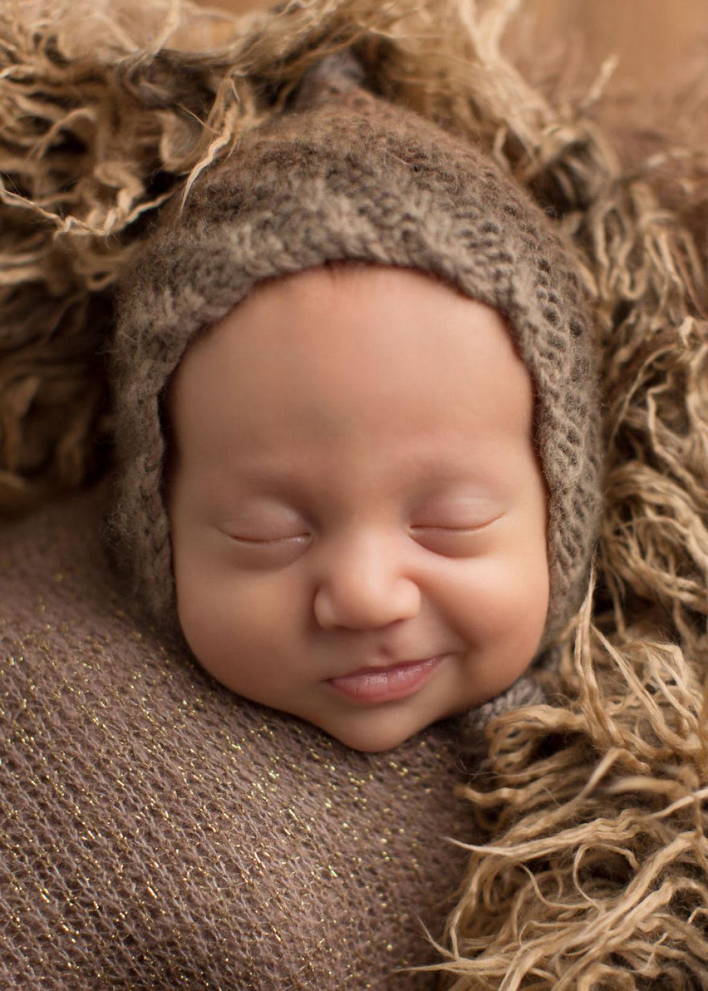 Fotógrafa britânica cria retratos insuportavelmente ternos de bebês dormindo 10