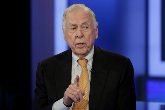 Legendary wildcatter Boone Pickens takes a Texas-sized fall - CBS News