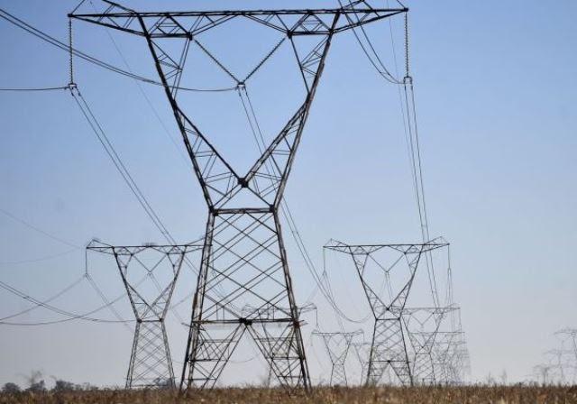 Aneel proíbe corte de energia elétrica de famílias de baixa renda
