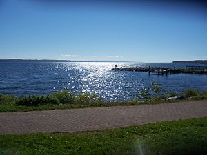 Looking south on Seneca Lake in the city of Ge...