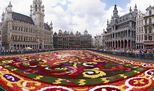 A CARPET MADE OF OVER 600,000 FLOWERS