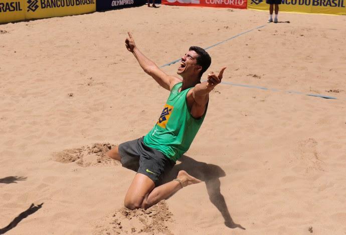 Saymon vibra com título na etapa de Curitiba do Brasileiro de vôlei de praia (Foto: Matheus Vidal/CBV)