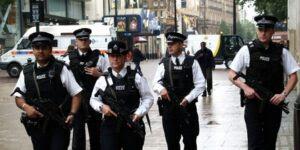 Risultati immagini per Liverpool Street londra allarme