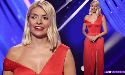 Holly Willoughby Sexy images (#Hot 2020)