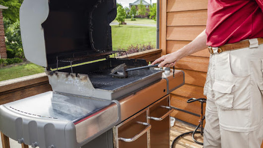 Dangers of BBQ grill cleaning brushes with metal bristles