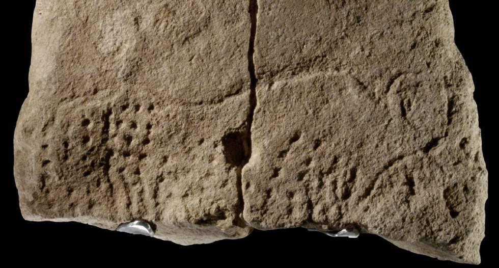 Piedra con un uro grabado hace 38.000 años.
