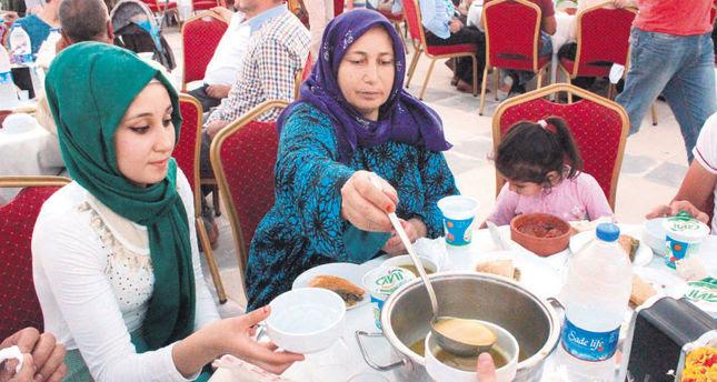 Refugees content in Turkey, await Assads fall to return