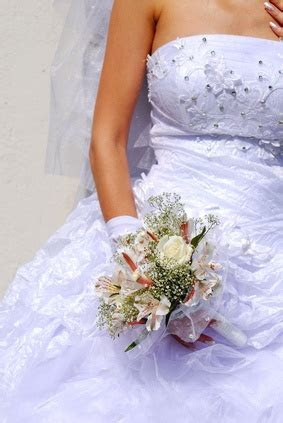 How to Remove Water Stains From a Polyester Wedding Dress