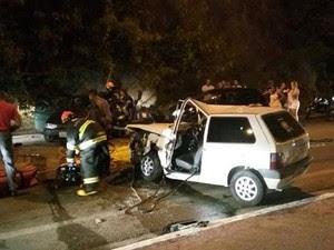 Bombeiros prestaram apoio no socorro das vítimas do acidente (Foto: Divulgação/Bombeiros)