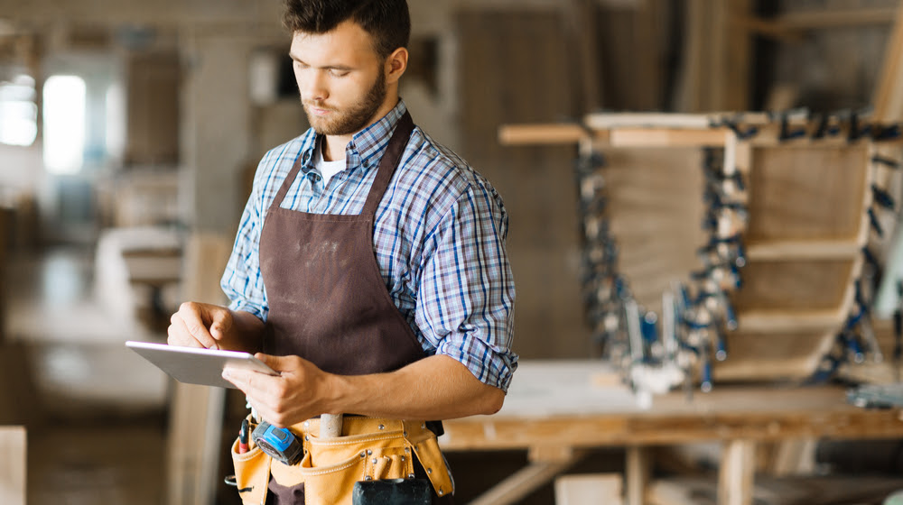 Hourly Rate or Project Estimate? What Should Your Handyman Business Do?