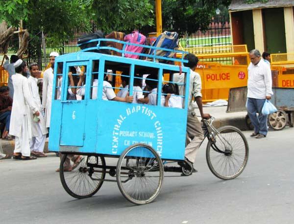 perierga.gr - Σχολικά λεωφορεία στην Ινδία!