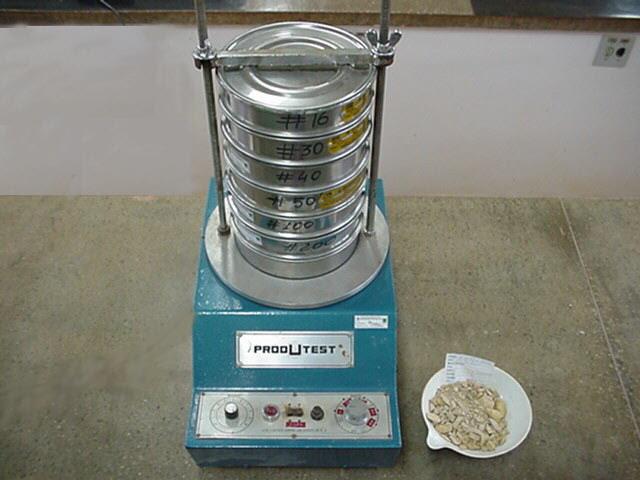 Columna de tamices en una máquina de ensayo