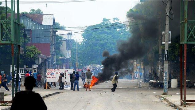 Haitianos manifestan para pedir la salida de los Cascos Azules de Haití.