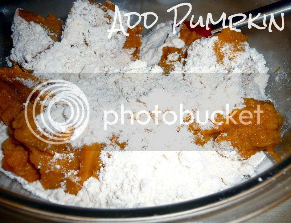 three-ingredient breakfast pumpkin muffins