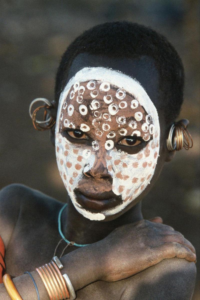 A beleza das Tribos Surma e Mursi, uma cultura em perigo, no sul de Etiópia 30