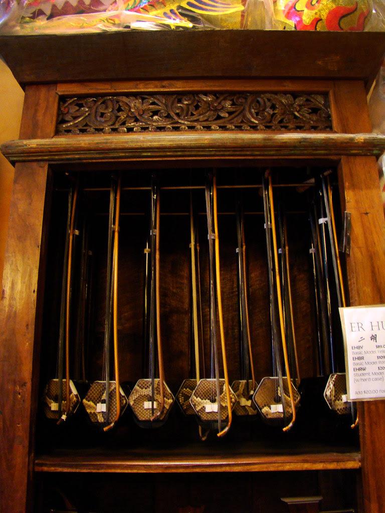 DSC03100 erhu cabinet