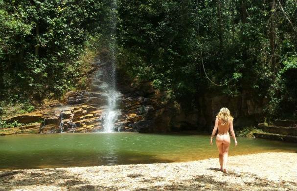 Carina trabalha e pratica nudismo há 17 anos (Foto: Brasil Naturista)