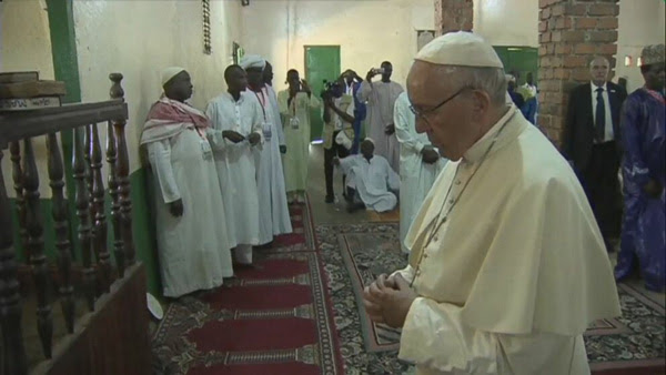 Pope Francis at the Mosque of Bangui 1