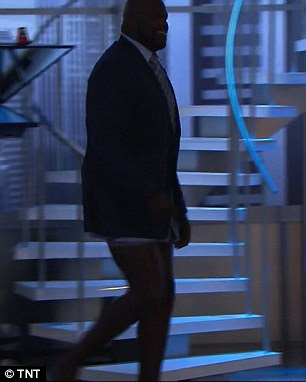 Shaquille O'Neal with no pants