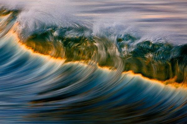 perierga.gr - Κύματα-ουράνιο τόξο στον Ειρηνικό Ωκεανό!