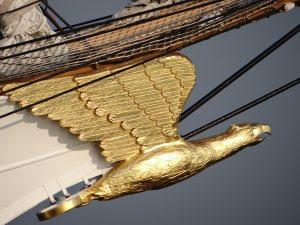 Bow of the Eagle alto do navio de Vela em Fleet EUA