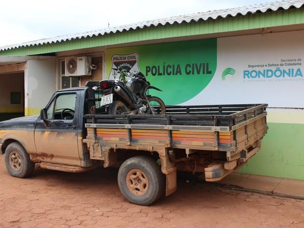 Veículos apreendidos estão no pátio da delegacia e serão devolvidos aos proprietários após passarem pela perícia (Foto: Júnior Freitas/G1)