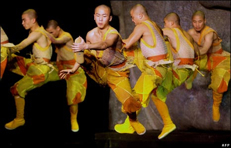 Chinese Shaolin monks and Australian dancers practice in Sydney