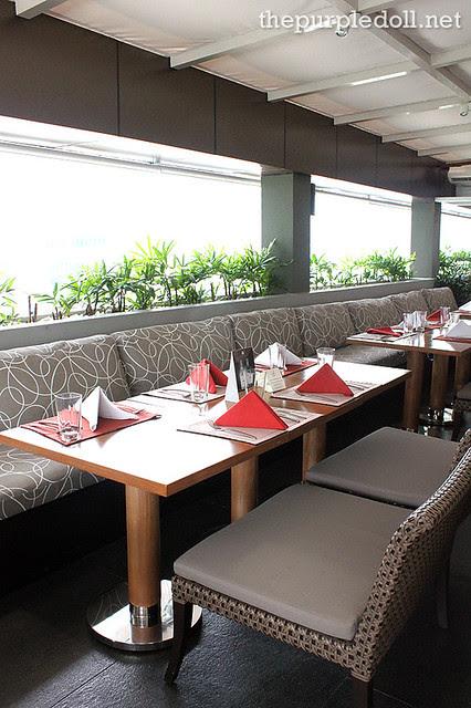 F Restaurant Tables