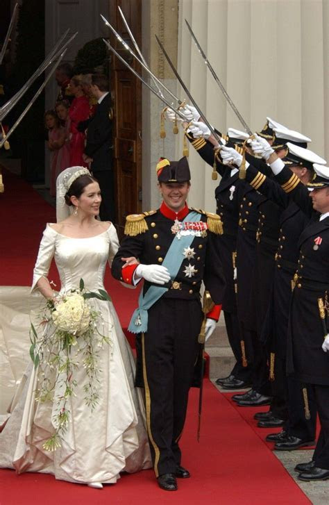 Danish Royal Wedding 2004: Mary & Frederick leave