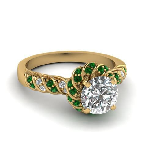 The most beautiful wedding rings: Emerald green wedding